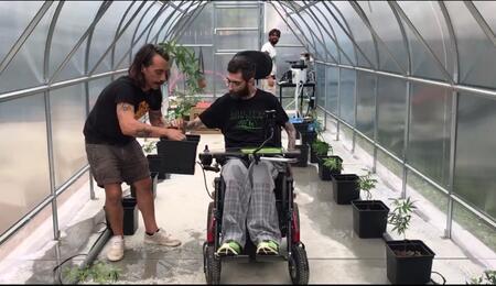 Simone Stara nella serra Ability Greenhouse